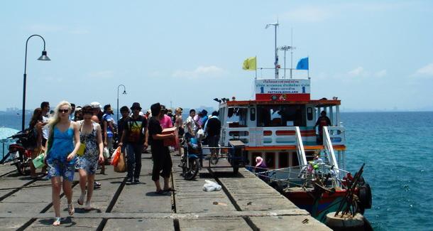 ท่าเรือหน้าบ้านเกาะล้าน